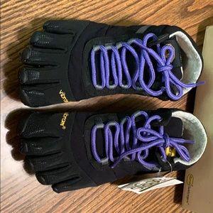 NWT Women's Vibram Trek Ascent Insulated Shoes